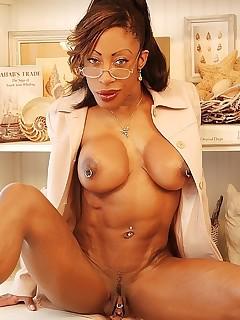 ebony pierced pussy