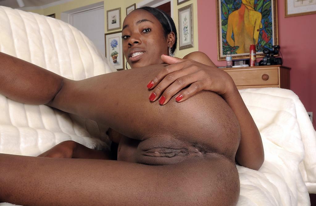 Ebony Amateur Threesome Squirt